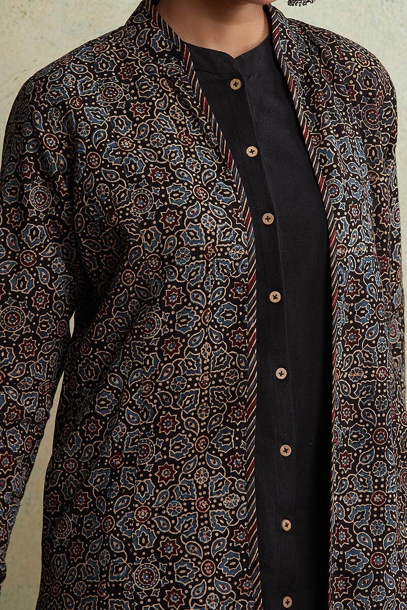 Zahabiya Heer Reversible Handloom Jacket - Image View 9